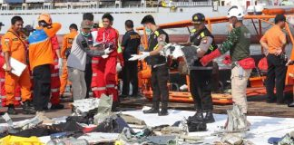 Fallecidos en accidente aéreo en Indonesia