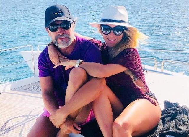 Marco Antonio Solis y su esposa