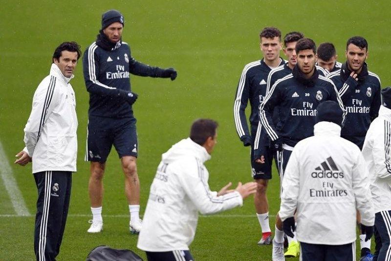 Santiago Solari dirigiendo su primer entrenamiento con el Real Madrid