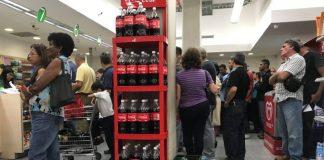 Personas comprando en Caracas