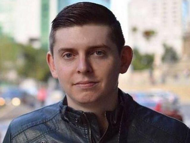 Periodista Cody Weddle