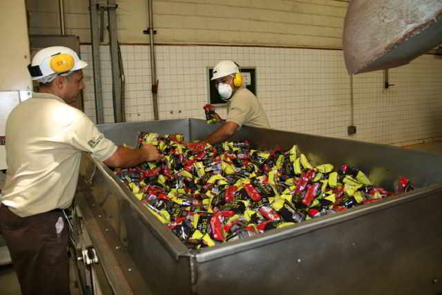 Maduro denuncia que paramilitares sustraen café venezolano y lo llevan a Colombia