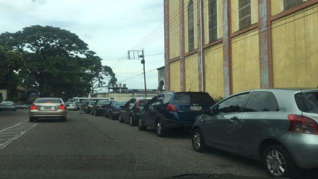 Largas colas en Táchira por suministro de gasolina.