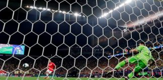 Alexis Sánchez marcando el penal decisivo contra Colombia en la Copa América Brasil 2019