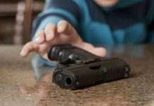 Niño con un arma