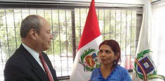 Entrega de Visa humanitaria en Perú