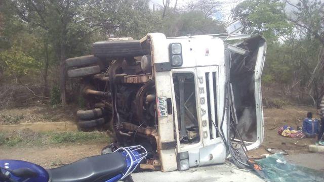 Autobús volcado