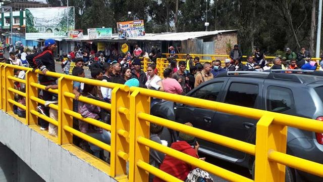 Venezolanos en la frontera de Colombia y Ecuador