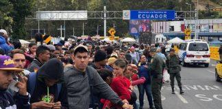 Migrantes en frontera de Ecuador