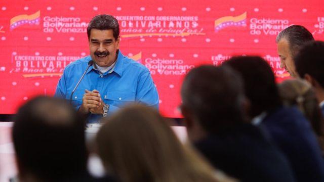 Maduro habló desde Miraflores junto a los gobernadores.