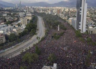 El centro de Santiago se desbordó de manifestantes.
