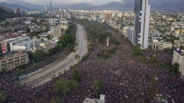 El centro de Santiago de Chile se desbordó de manifestantes.