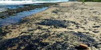 Derrame de petróleo en la playa Pontal de Coruripe una de las afectadas.