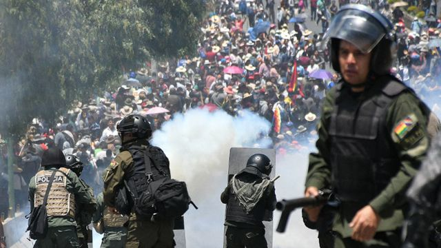Bolivia expulsó a seis venezolanos por «conspirar» en protestas sociales.