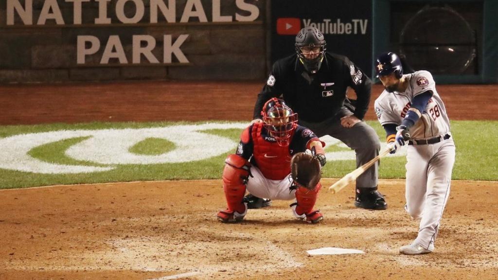 Los Astros de Houston venciereon a los Nacionales de Washington en el tercer encuentro de la Serie Mundial.