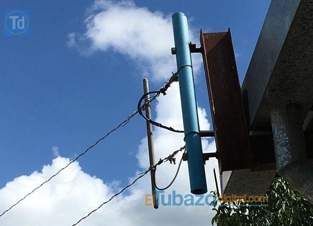 Escuela francisco de Mirada  con poste electrico