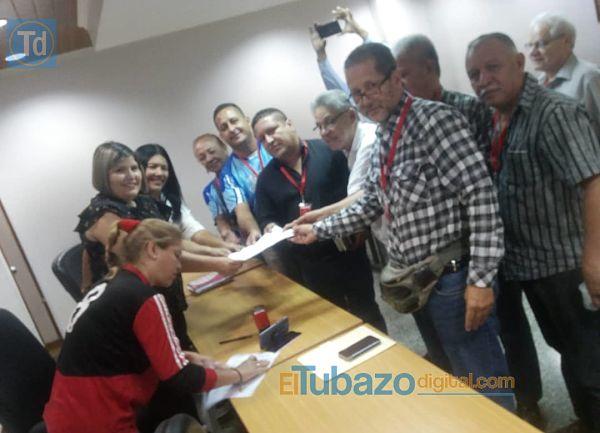 SOLICIATA A ARISTOBULO ISTÚRIZ ATENDER A TRABAJADORES DEL MINISTERIO DE EDUCACIÓN