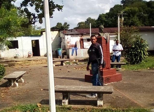 pOLICIA acude al lugar donde fueron asesinados estos hombres