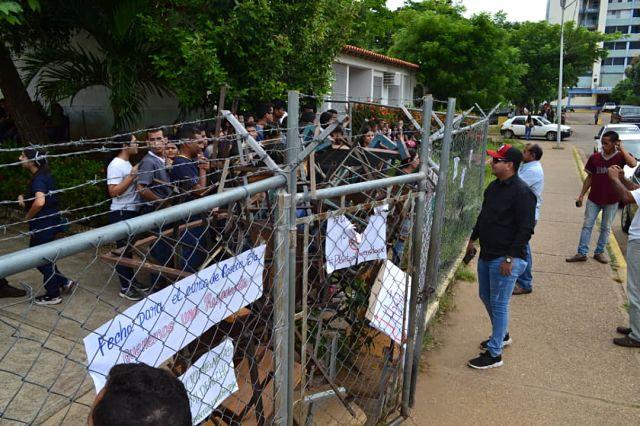 estudiantes de la unerg protestando