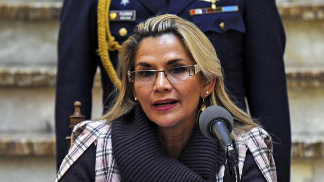 Presidenta interina promulga ley de convocatoria para nuevas elecciones en Bolivia.