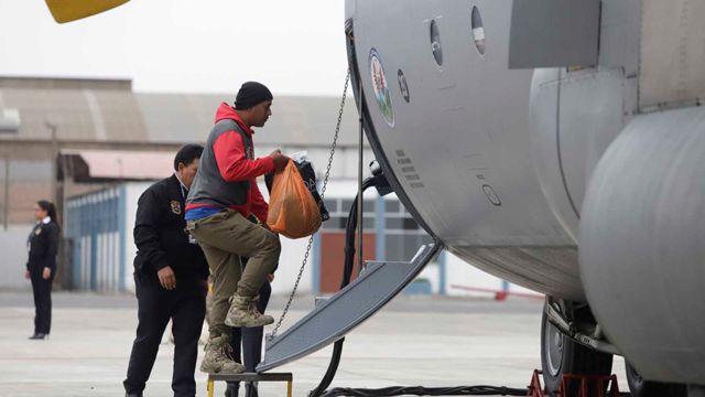 Expulsaro a 131 venezolanos de Perú