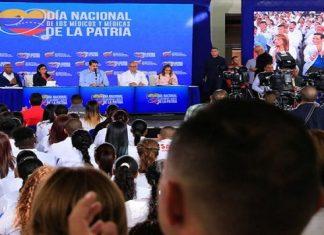 Nicolás Maduro anuncia bono en petos para médicos y médicas
