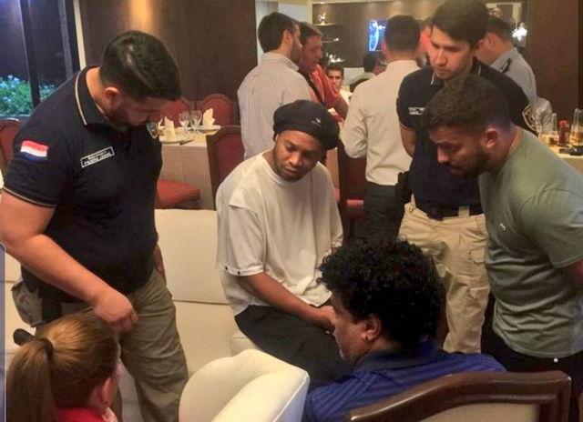 Ronaldinho detenido
