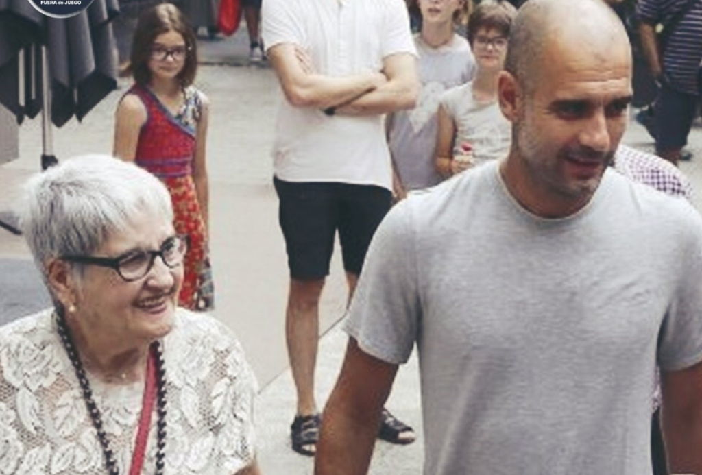 Pep Guardiola y su madre