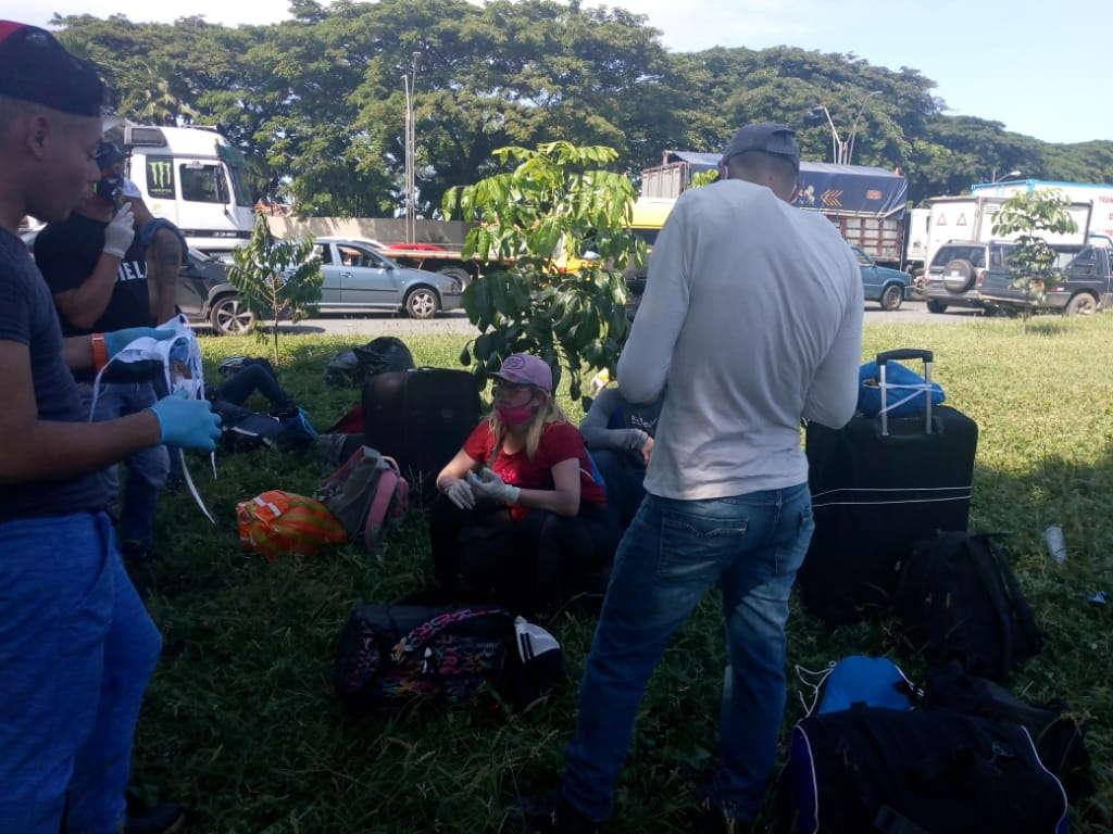 35 venezolanos regresan a su país caminando desde Guayaquil.