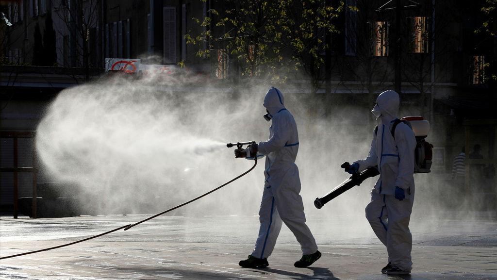 Según la OMS, rociar calles con desinfectante es ineficaz frente al covid-19