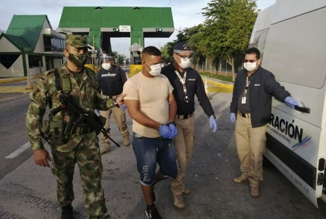 Colombia expulsó a venezolano acusado de espiar unidades militares.