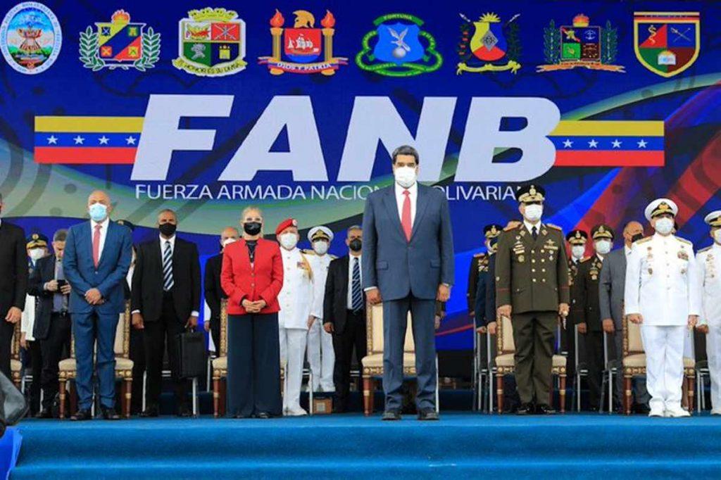 Maduro durante acto de graduación en la Fanb