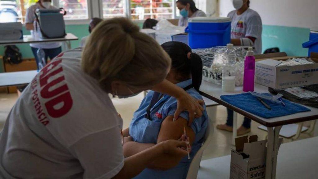 Docentes vacunados
